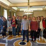 Rosón recibe a setenta jóvenes recién titulados que trabajarán en prácticas con salarios dignos en el Ayuntamiento de Oviedo