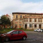 Somos Oviedo pide al Arzobispado que deje de utilizar el Martillo de Santa Ana como aparcamiento privado y lo ceda a la ciudadanía