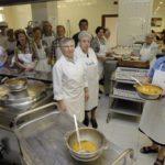 Somos dona el excedente de sus sueldos a entidades sociales encargadas del reparto de alimentos